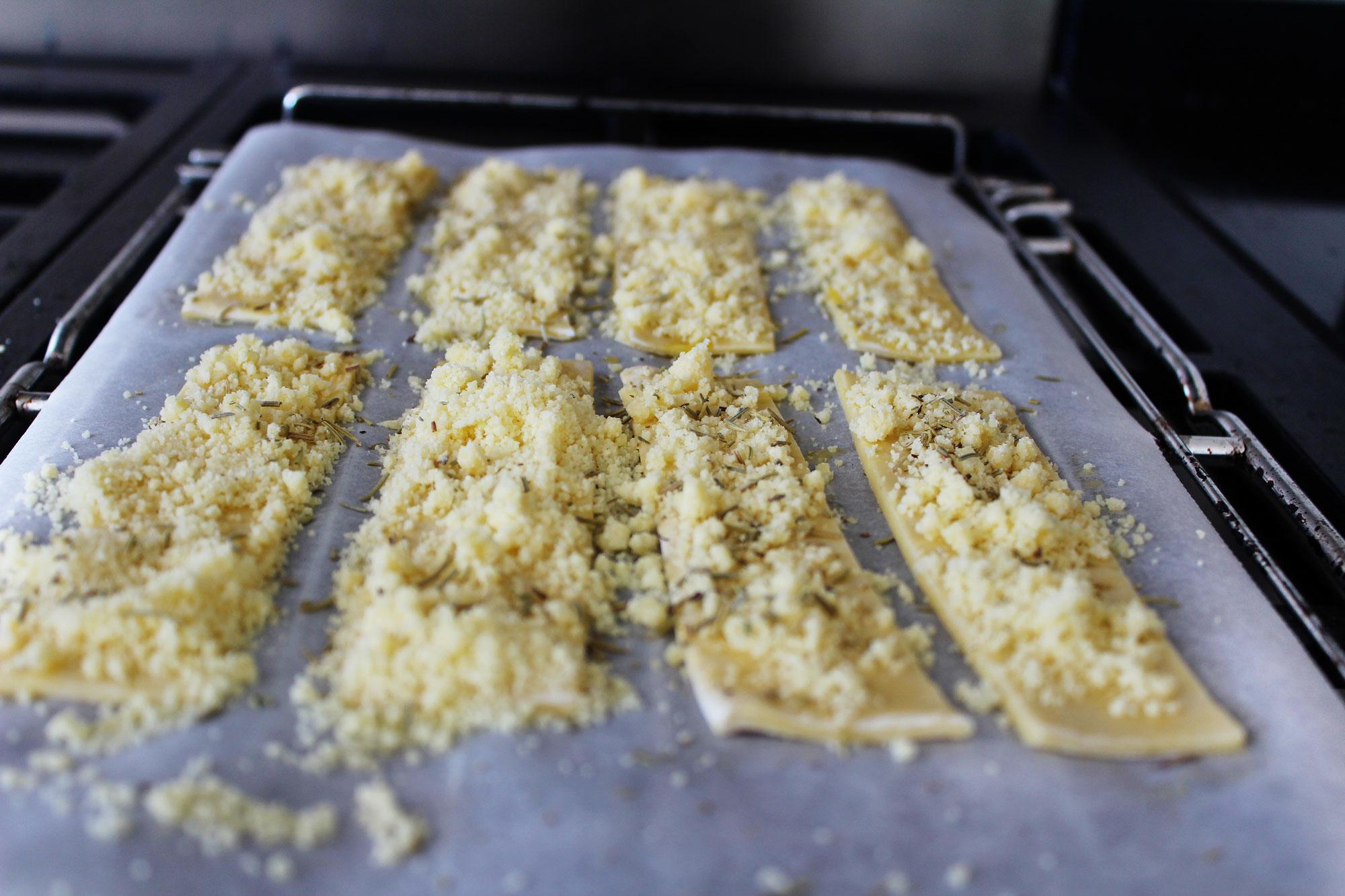 Bladerdeeg met ei, parmzaanse kaas en rozemarijn
