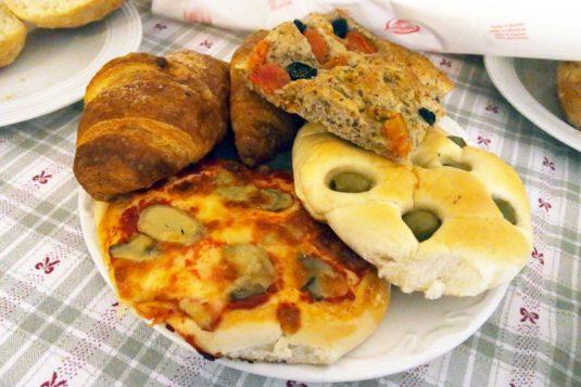 Verschillende broodjes van de bakkerij