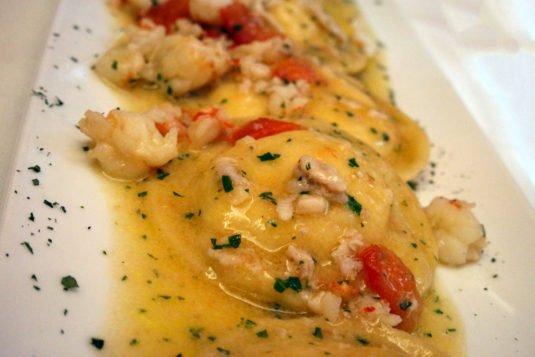 Ravioli met garnalen en zeebaars bij Nastro Azzurro