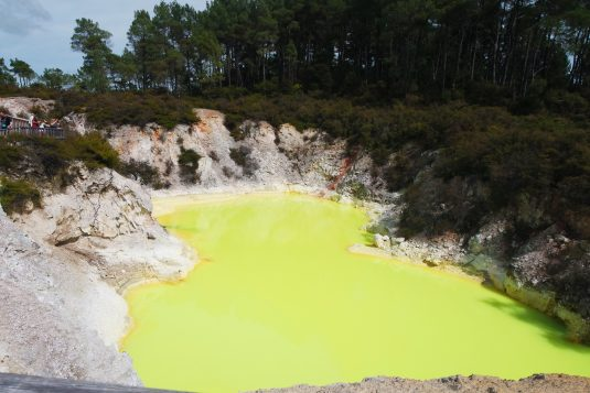 Wai-o-Tapu Devil's Bath