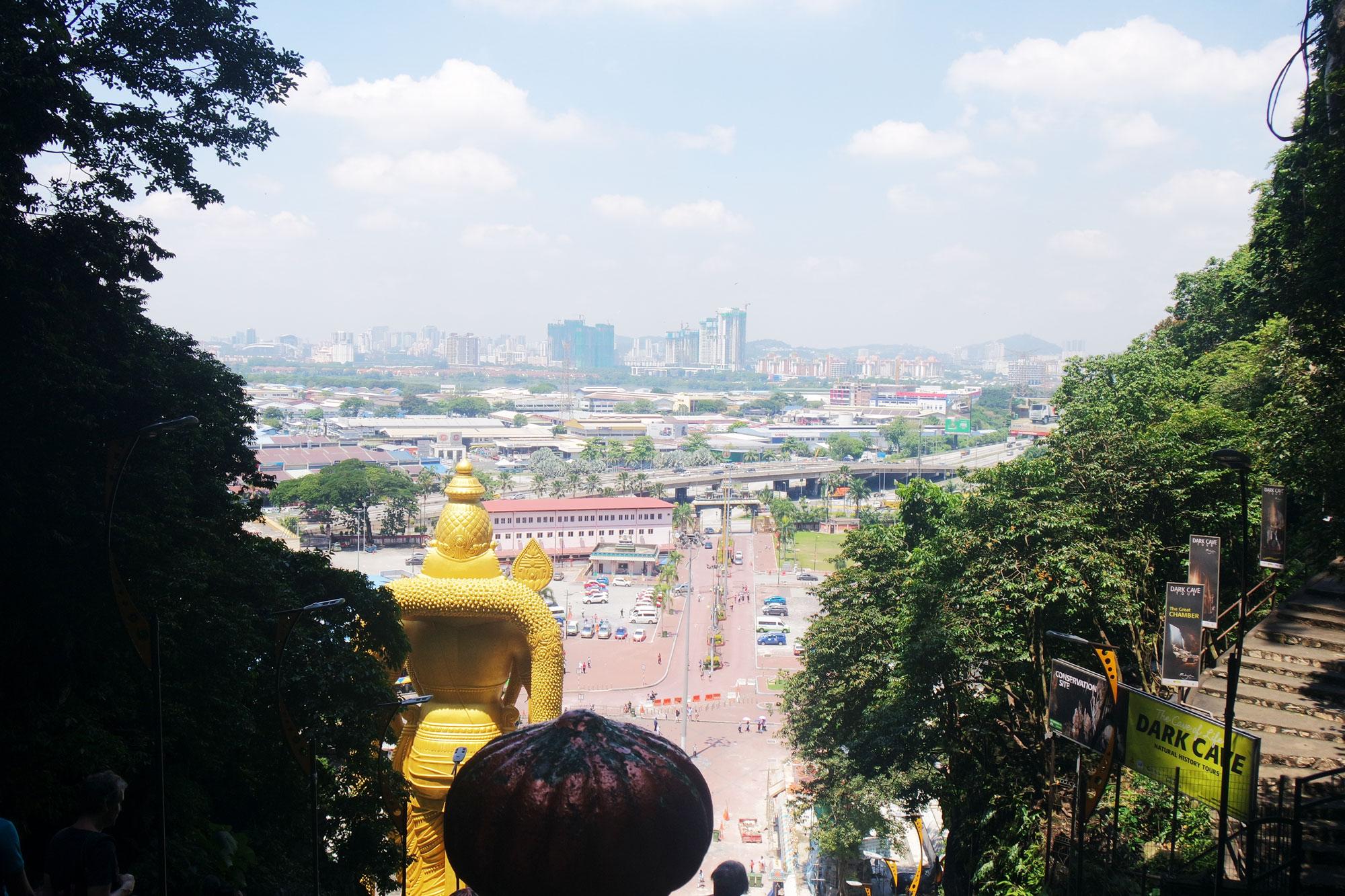 Uitzicht vanaf de trap naar de Batu Caves