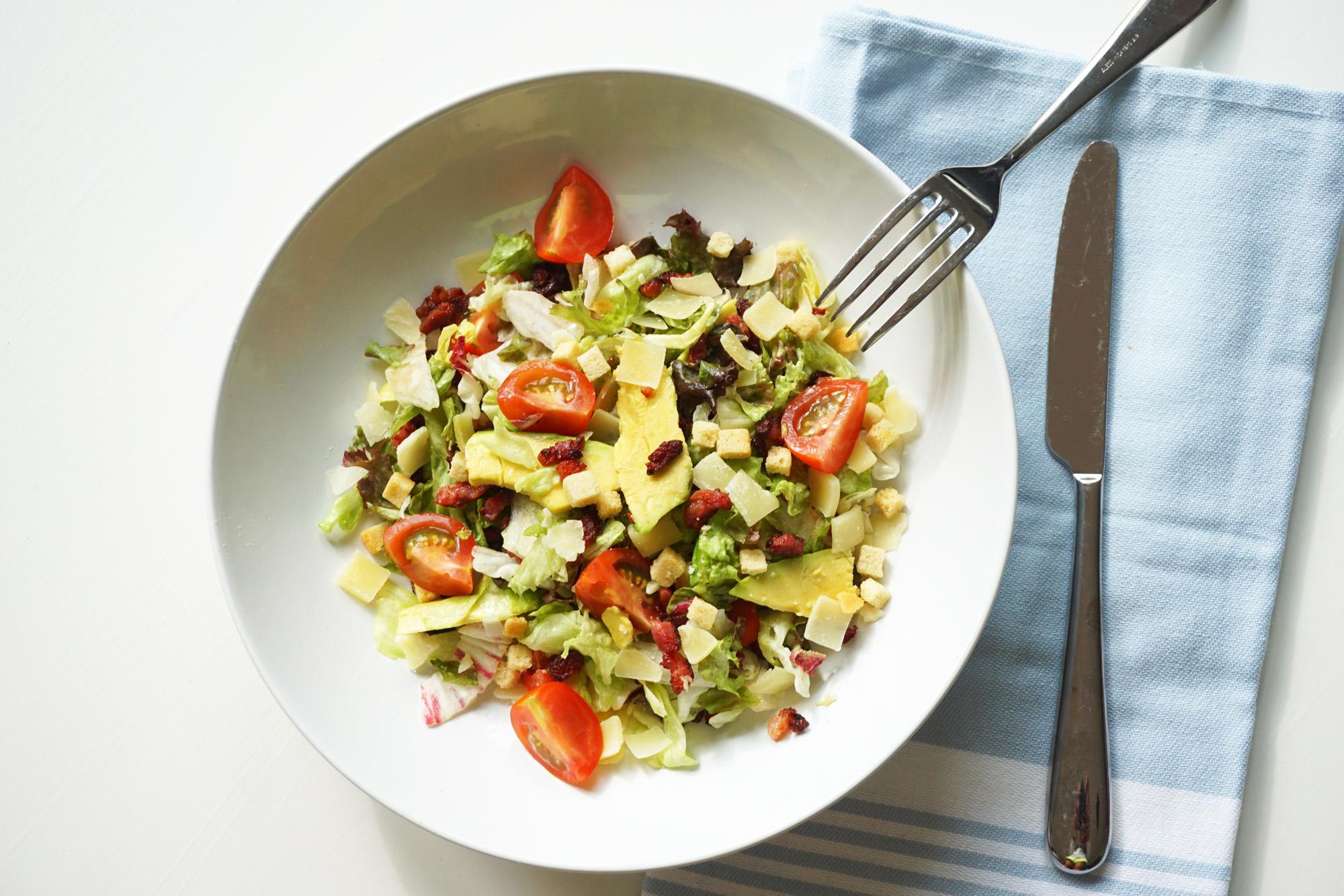 Salade met Avocado, Tomaat en Spekjes