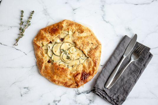 Hartige Taart met Courgette, Gekarameliseerde ui en Parmezaanse kaas