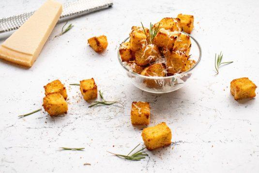 Polenta Chips met Parmazaanse Kaas