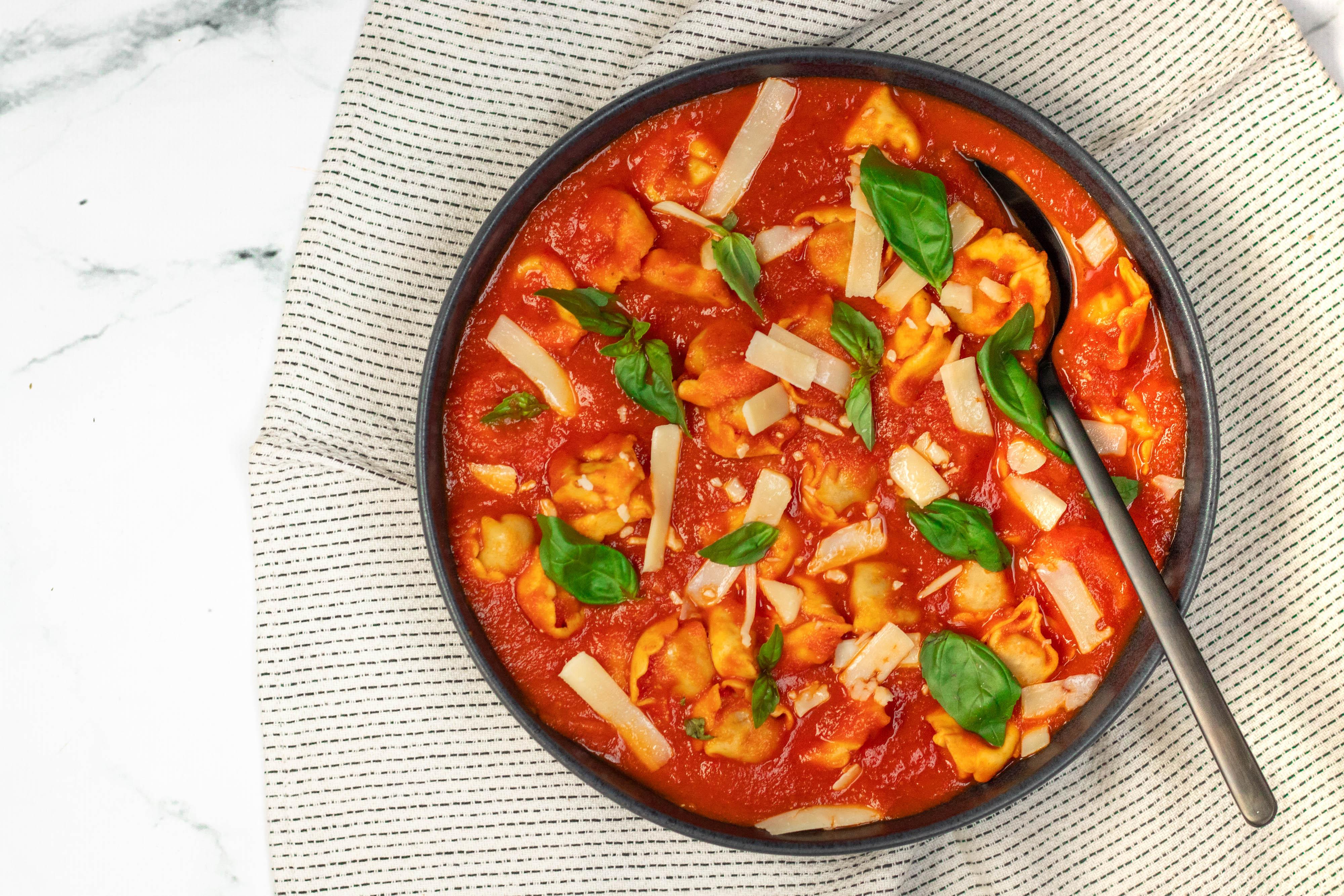 Tortellini met Tomaten Paprika Saus
