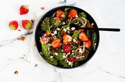 Spinazie Salade met Aardbeien en Pecannoten