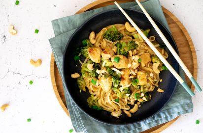 rode curry noedels met kip en broccoli