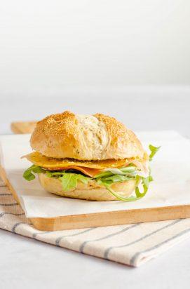 Broodje met Komijn Kaas & Serranoham