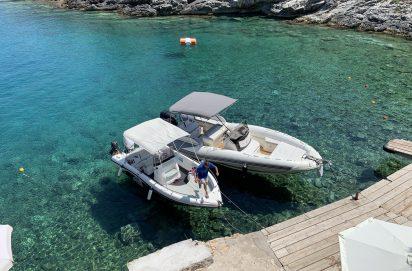 Het gehuurde bootje op Zakynthos
