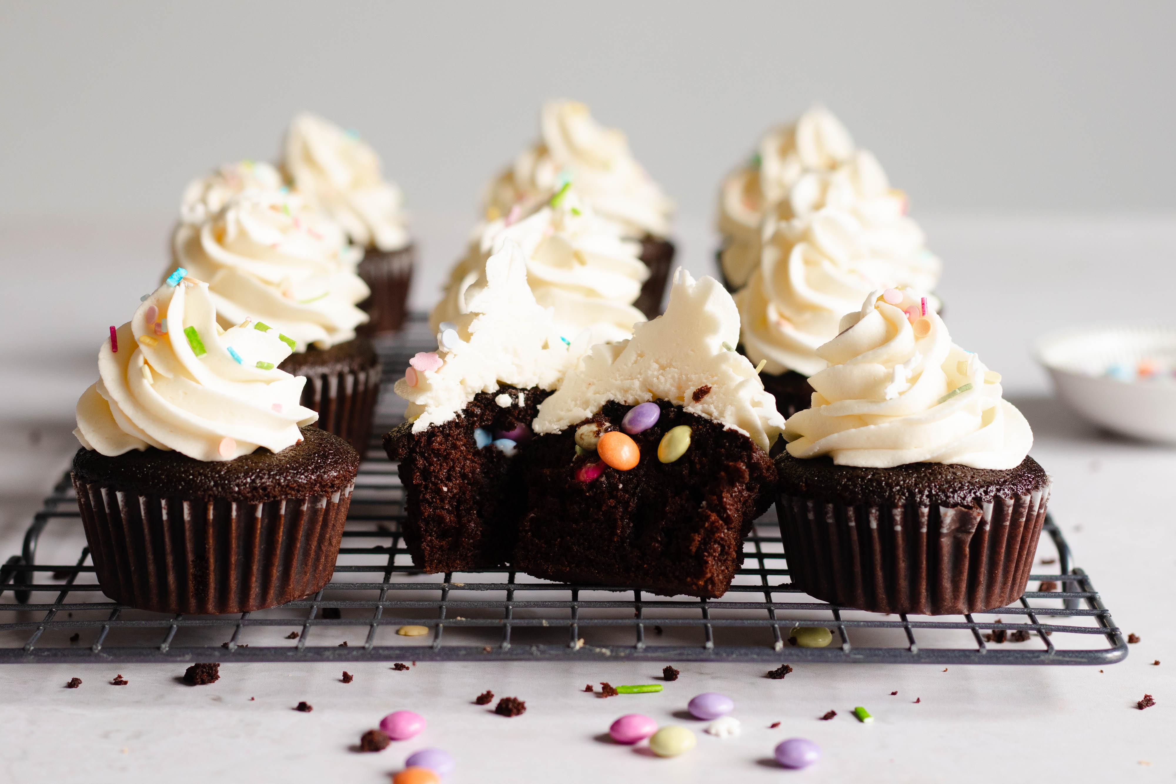 Suprise Chocolade Cupcakes met Smarties