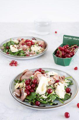 Salade met Camembert, Serranoham en Rode Besjes